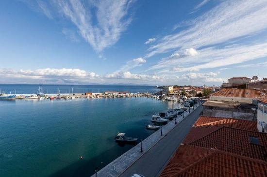 Pantheon City Hotel: View of Gythio port from the balcony