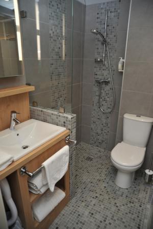 Chambre lit Double (séparation salle de bain) - Picture of ...