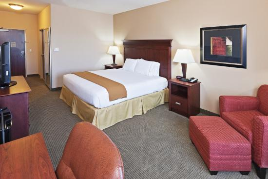 Poteau, OK: King Bed Guest Room