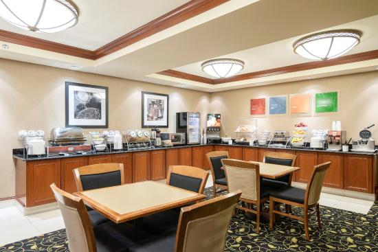 Comfort Inn and Suites: Breakfast