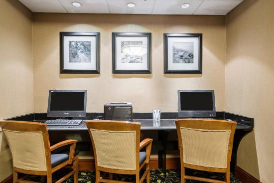 Comfort Inn and Suites: Business center