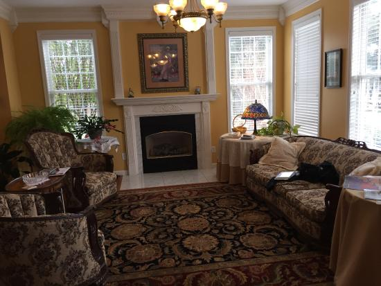 living room with gas fireplace picture of lavender heights bed and rh tripadvisor com