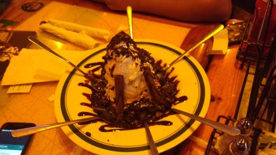 Flanigan's Seafood Bar and Grill: BANZAN BROWNIE