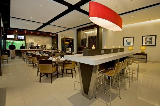 Courtyard Panama at Metromall Mall: Restaurant