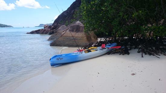 Praslin Island, Seychelles: пляж Анс Гувернеман