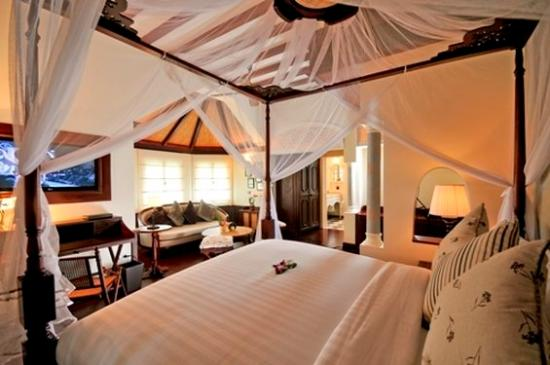 The Luang Say Residence: Pioneer Suite King Sized Bed
