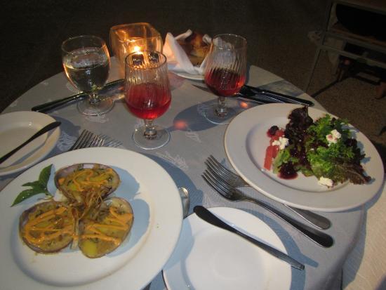 Melia Puerto Vallarta All Inclusive : Ensalada Mixta con queso de cabra y almejas rellenas y gratinadas al chipotle de La Palapa