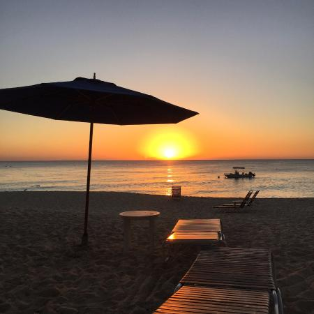 Villas of the Galleon: Perfect sunset from the beach