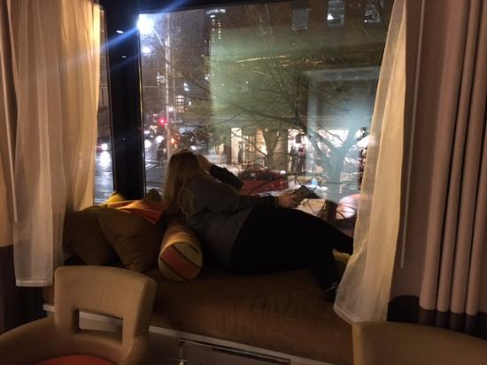 Inn at the Market: Large window seat (more like a window bed) available in City View rooms.