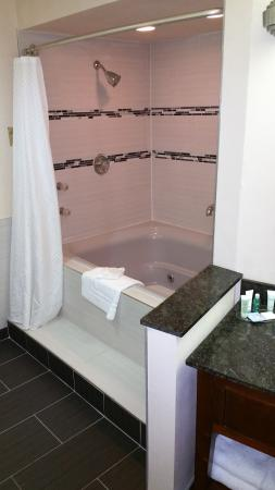 BEST WESTERN Milwaukee West: Whirlpool Suite