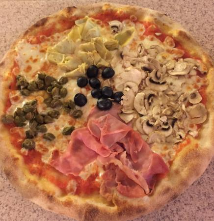 pizza quattro stagioni billede af pizzeria piccola italia kaysersberg tripadvisor. Black Bedroom Furniture Sets. Home Design Ideas