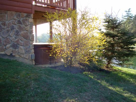 Rogers, KY: The hot tub on the ground floor, next to the pond and fire pit