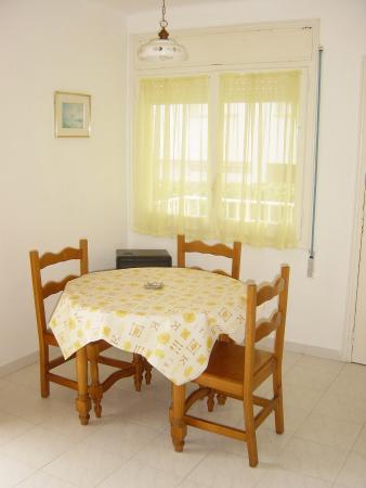 Apartamentos Sunway Apollo: Dining room
