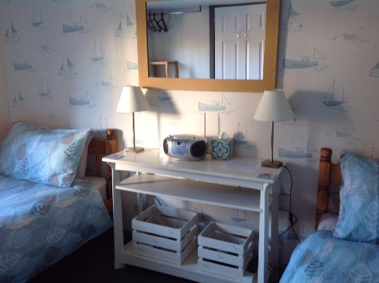Tigh Na Failte Ullapool Bed & Breakfast : Beautiful newly done up room - love the décor!