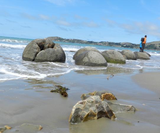 These Are Not Ordinary Rocks Picture Of Moeraki Boulders Oamaru