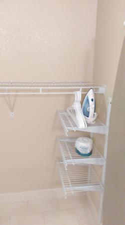Staybridge Suites North Charleston: Closet area