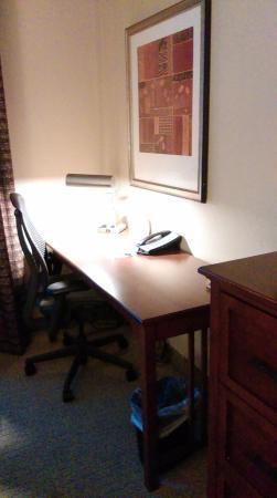 Staybridge Suites North Charleston: Master bedroom desk