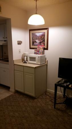 Laurel Inn Condominiums: Microwave and coffee appliances