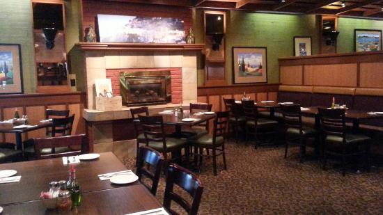 Giovanni's Restaurant : Fire place