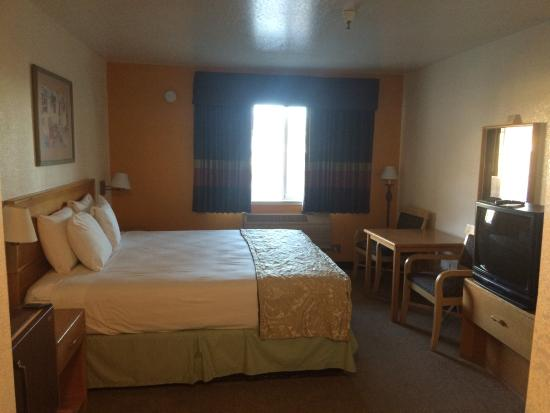 Dunnigan, CA: Room with a king Bed