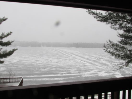 Solon Springs, วิสคอนซิน: Nice view of the lake, too bad it was frozen.