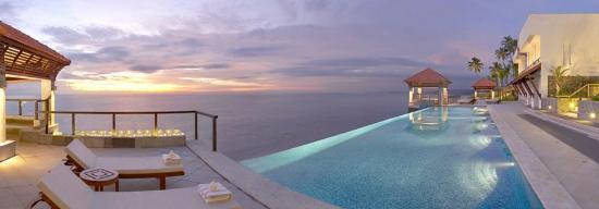 The Leela Kovalam Beach: The Infinity Pool in Club
