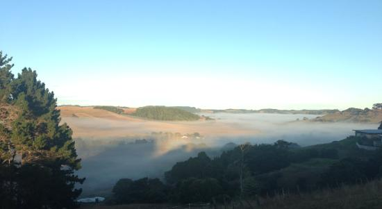 Waimauku, Nieuw-Zeeland: Fog in the valley
