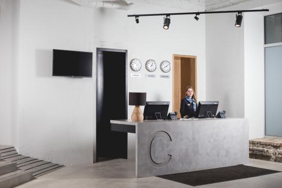 Corner Hotel: Reception