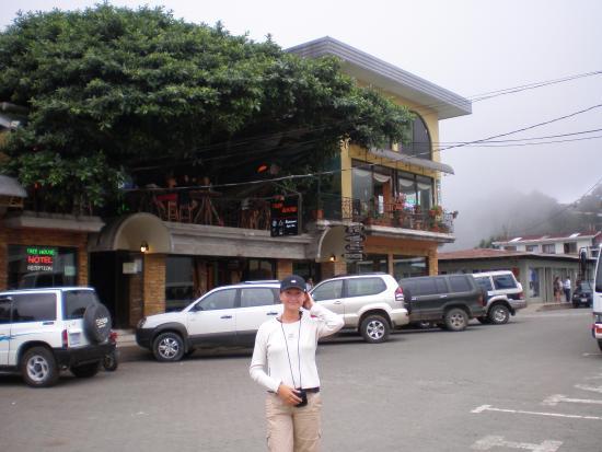 table overlooking the sidewalk picture of tree house restaurante rh tripadvisor co za