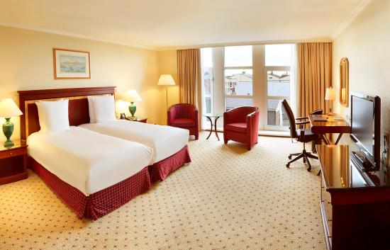 Hilton Antwerp Old Town : Deluxe Room - Enjoy the extra space and a range of modern amenities in a 30 sq.m./323 sq.ft. del