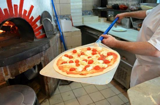 Ensalada fotograf a de pizzeria o sole mio mesa y l pez for O sole mio mesa y lopez