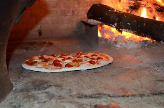 Pizza en horno de le a fotograf a de pizzeria o sole mio for O sole mio mesa y lopez