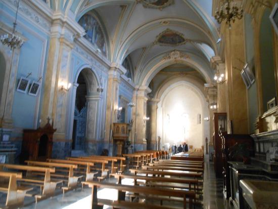 Aidone, Italie : interno della chiesa