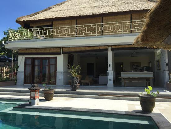 Temukus, อินโดนีเซีย: enjoying the pool & good view