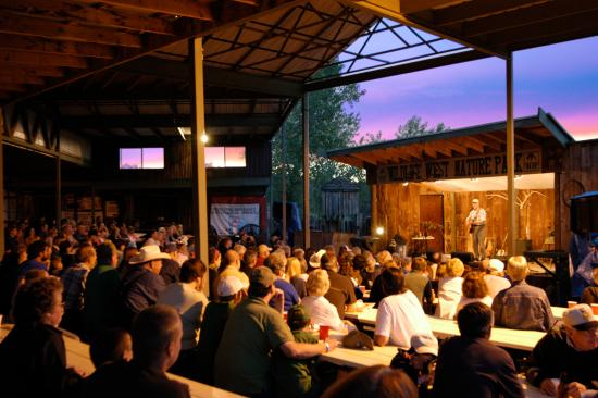 Edgewood, New Mexiko: Amphitheater for Summer Chuckwagon Supper & Shows
