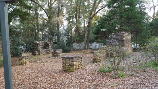 Wachesaw Plantantion East Golf Club : The remains of the Plantation Manager's home.