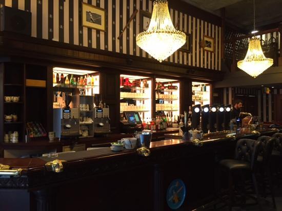 British pub style restaurant review of au bureau cahors cahors
