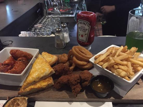 The Rad Brothers Sportsbar and Taphouse: Rad Platter
