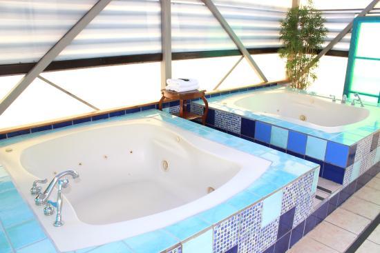 Sportsmens Lodge: Jacuzzi Penthouse Suite