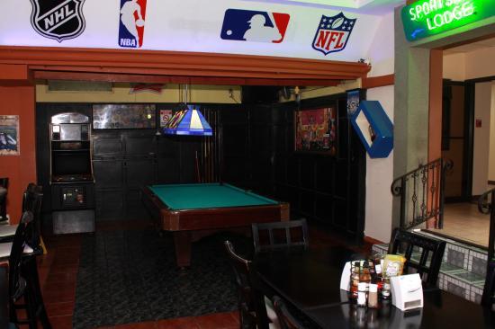 Sportsmens Lodge: POOL TABLE