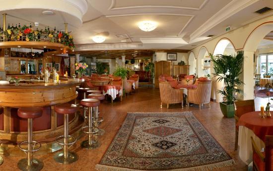 Hotel Alpenblick: Hotelhalle