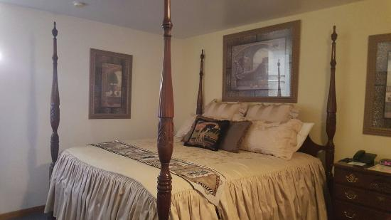 Crest Country Inn: 20160317_212930_large.jpg