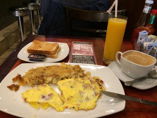 Amelia's Restaurant: Great breakfast, it felt expensive though 18 dollar.... Nice people+