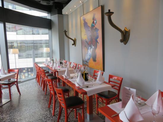 Modern Interieur Schilderij : Modern schilderij als decor in trattoria poccino picture of