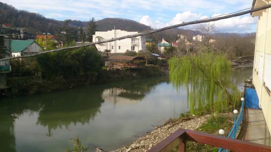 Подвесной мост через р. Дагомыс: вид с моста