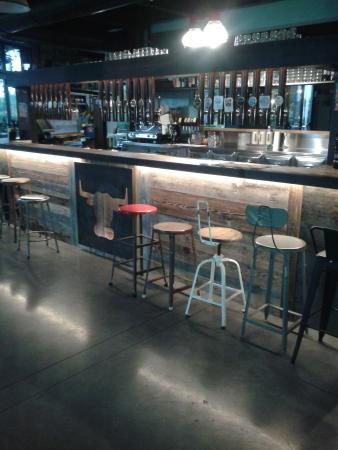 Birreria San Jose: Banco bar con 24 spine birra