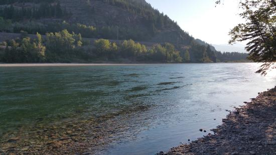 Columbia Falls, MT: Flathead River in the morning - simply stunning!