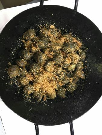 El Taller: Cargols fregits amb picada d'ametlla i all. Cargols a la llauna amb salsa d'allioli i vinagreta