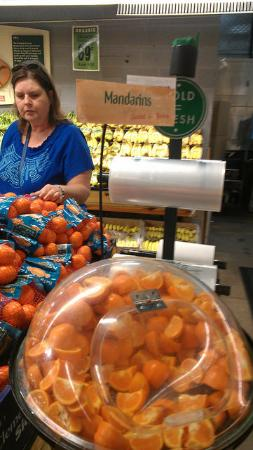 Central Market: Samples of Oranges -- Yummy!