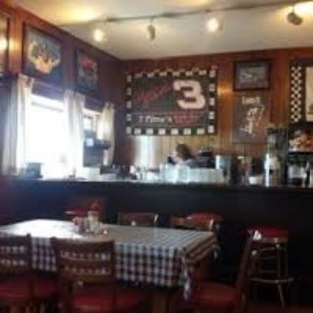 Βερόνα, Βιρτζίνια: Armstrong's is a family type restaurant & the food is home cooked. They don't cards you have to